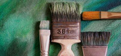 تمیز کردن قلم مو نقاشی ساختمان